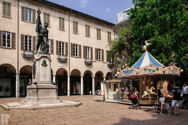 Varese Piazza Podestà e Garibaldino