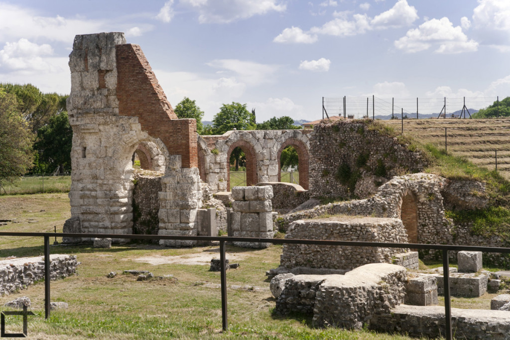 Resti Teatro Romano