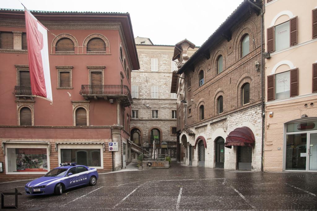 Palazzi medievali sotto la pioggia