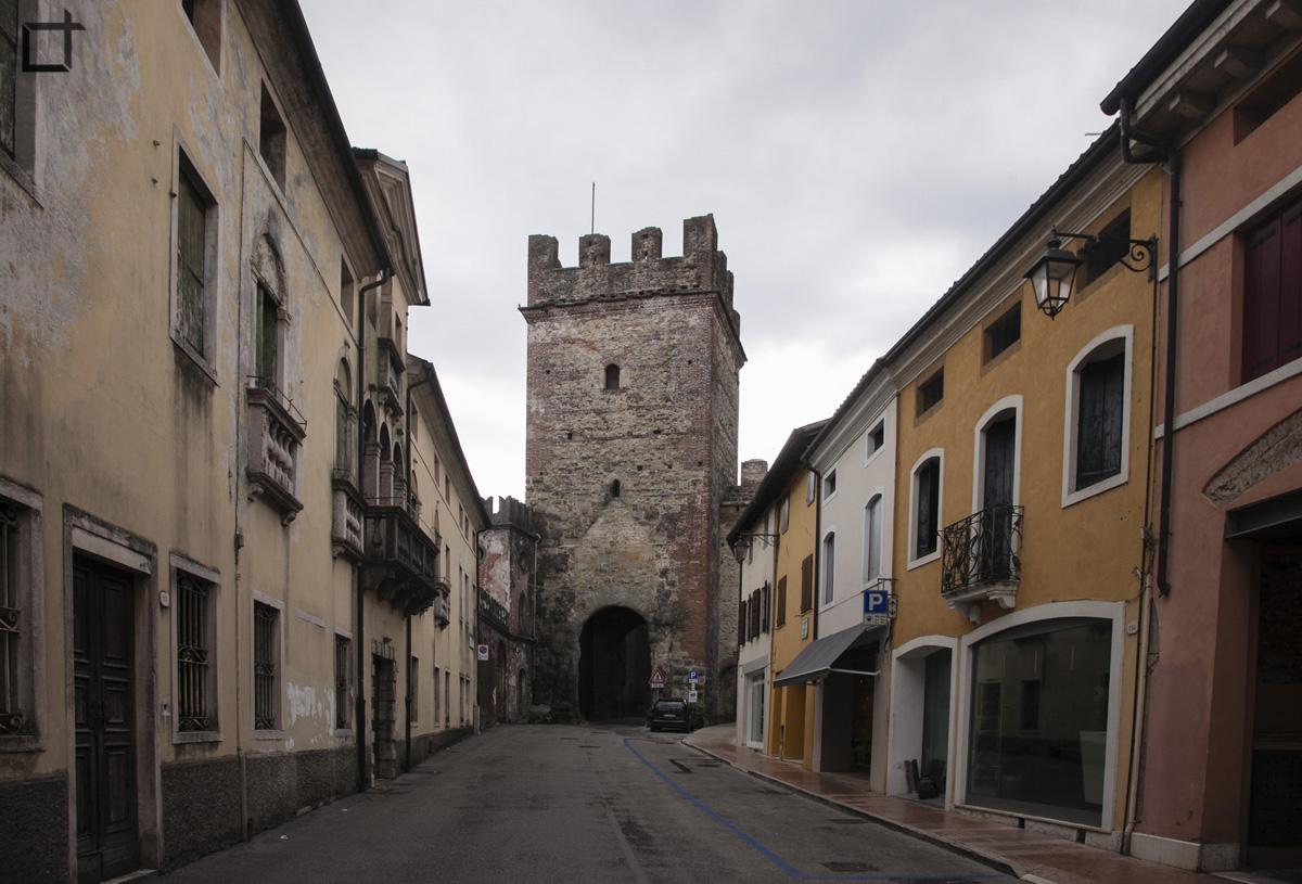 Torre e Porta di Ingresso