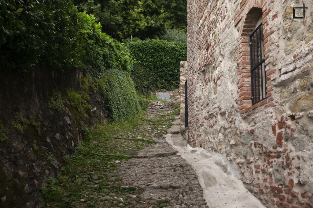 Sentiero per Castello