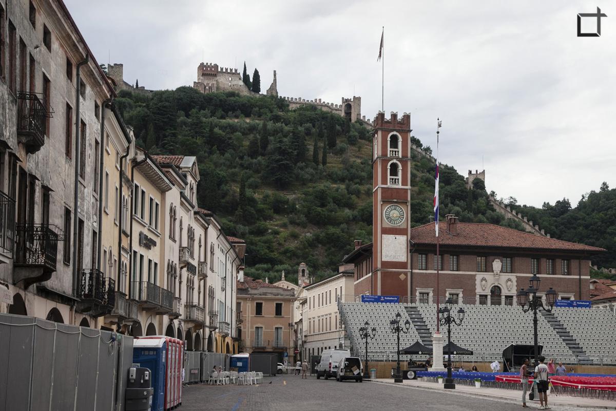 Castello Superiore da Piazza degli Scacchi