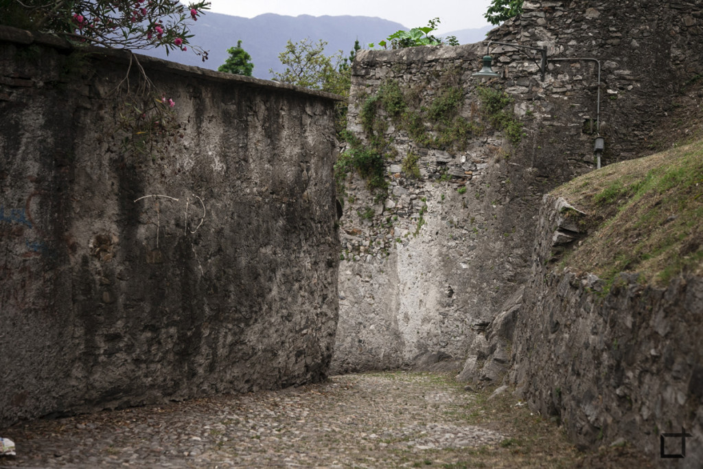 Discesa tra le mura