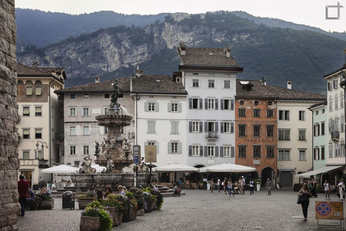 Fontana del Nettuno in Piazza Duomo