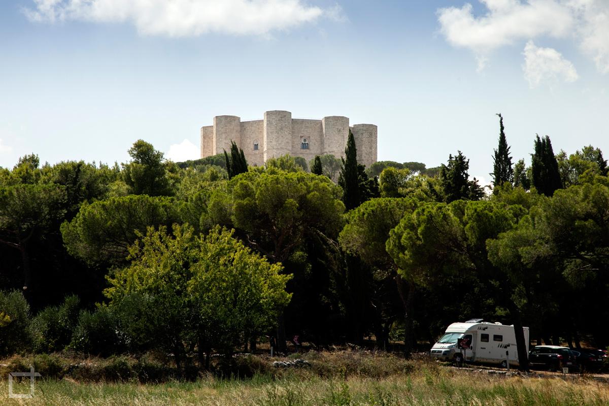 Castel del Monte da sotto