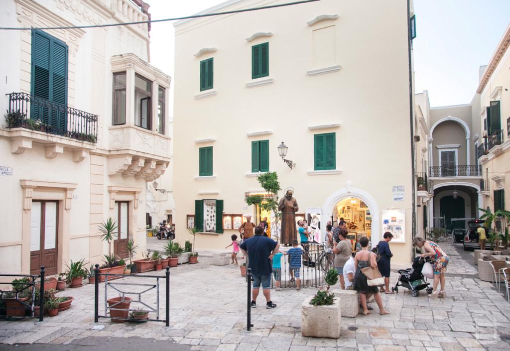 Gallipoli Piazzetta De Amicis