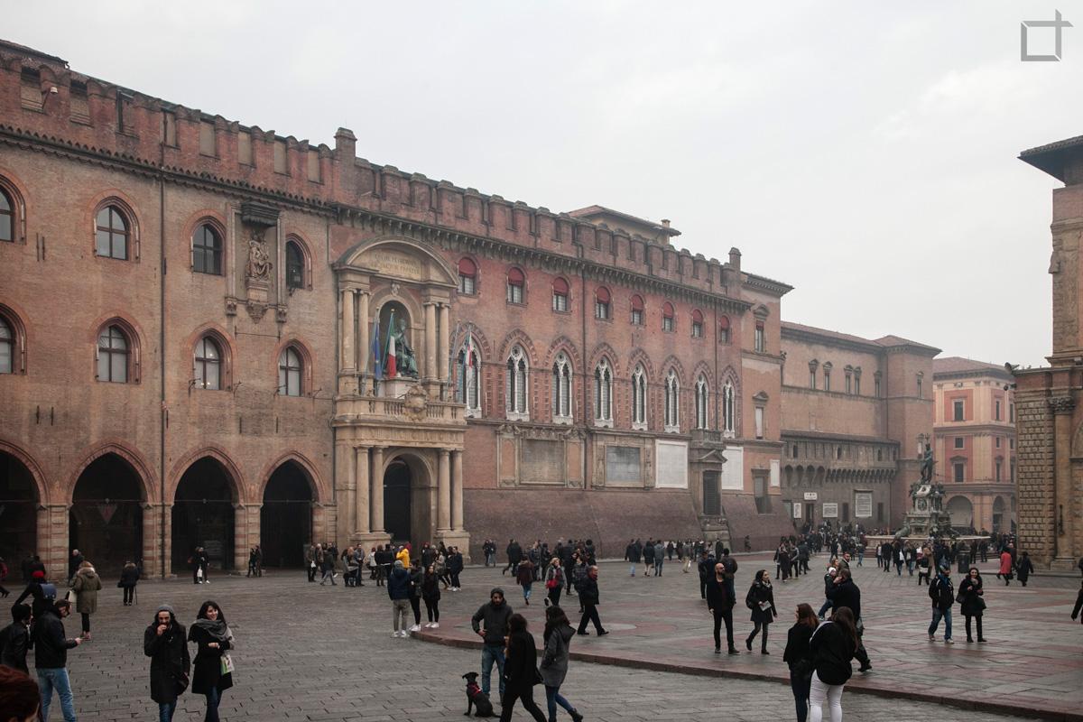 Palazzo d'Accursio e Piazza del Nettuno Bologna