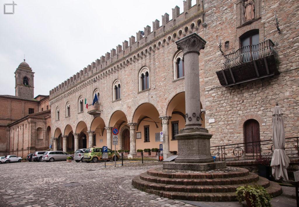 Colonna della Anella e Piazza della Liberta Bertinoro