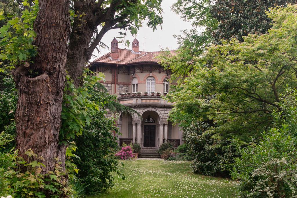 casa dirigenti e giardino