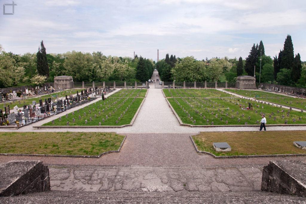 cimitero dall'alto villaggio operaio