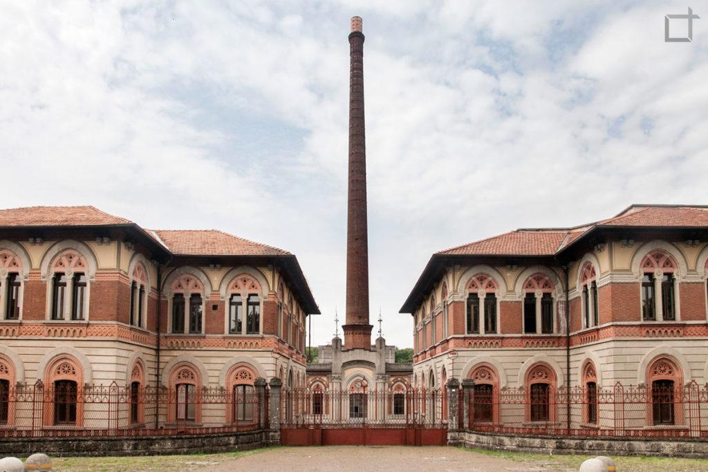 ingresso opificio fabbrica e ciminiera Crespi d'Adda