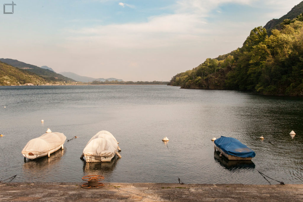 Lago barche ormeggiate