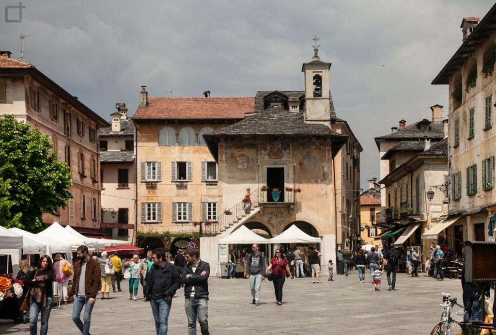 Palazzo della Comunita e Piazza Motta
