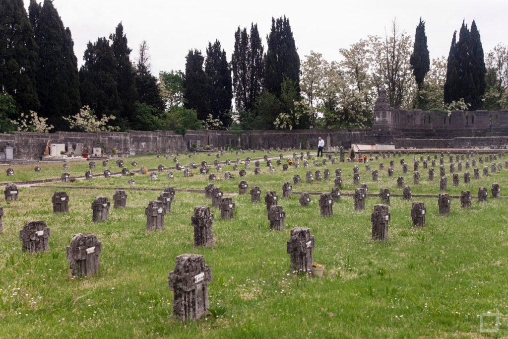 tombe villaggio operaio