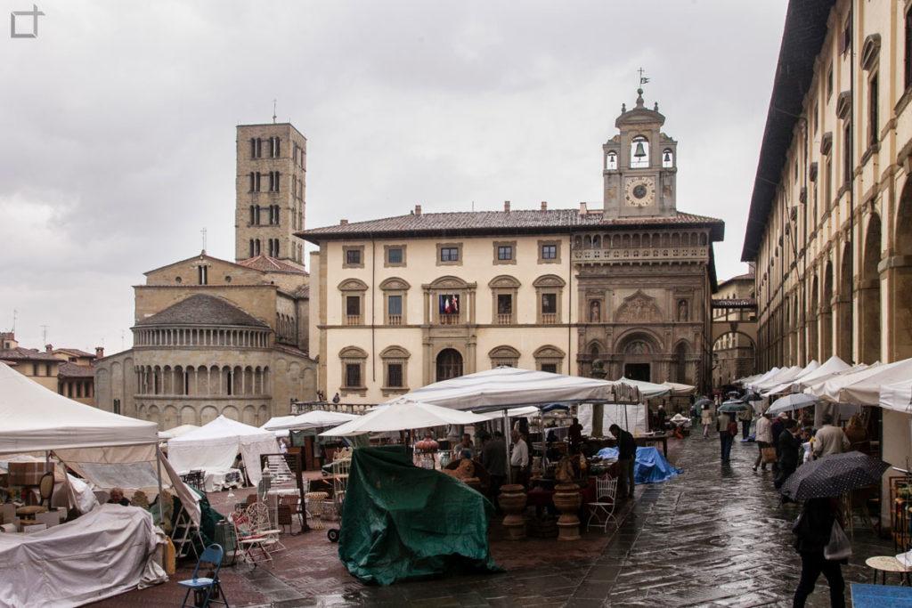 arezzo piazza grande - abside pieve santa maria - palazzo del tribunale - palazzo della fraternita dei laici