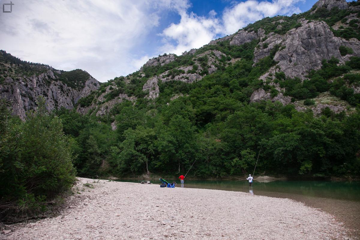 Gola del furlo il meraviglioso canyon italiano nelle for Cabine sul bordo del fiume