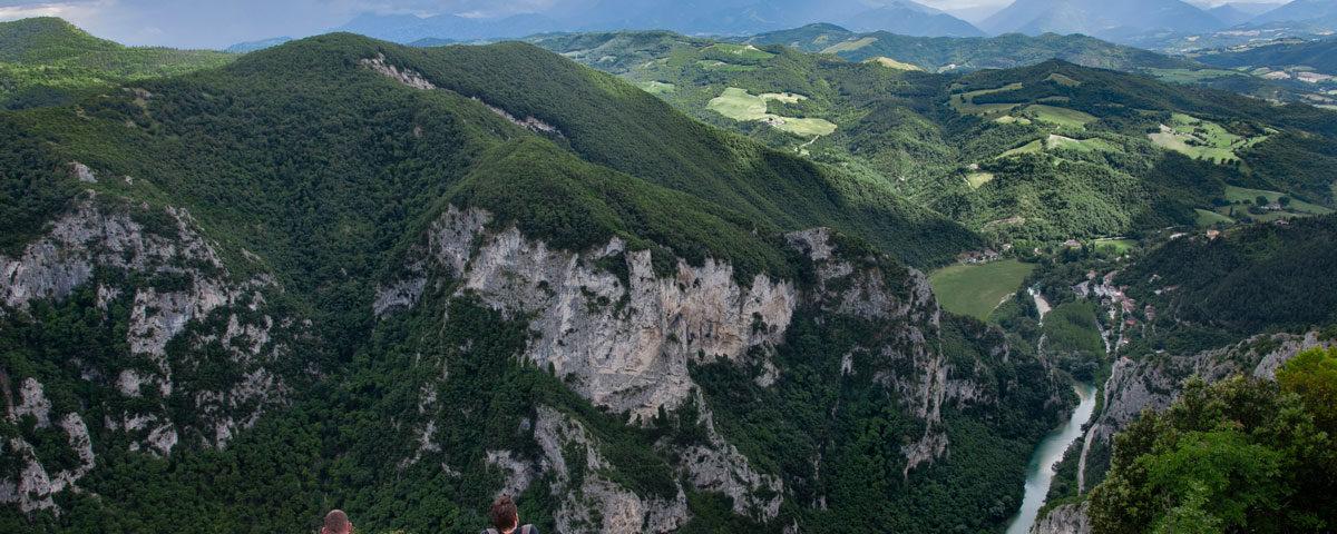 gola del furlo - seduti nel vuoto sul fiume Candigliano - panorama