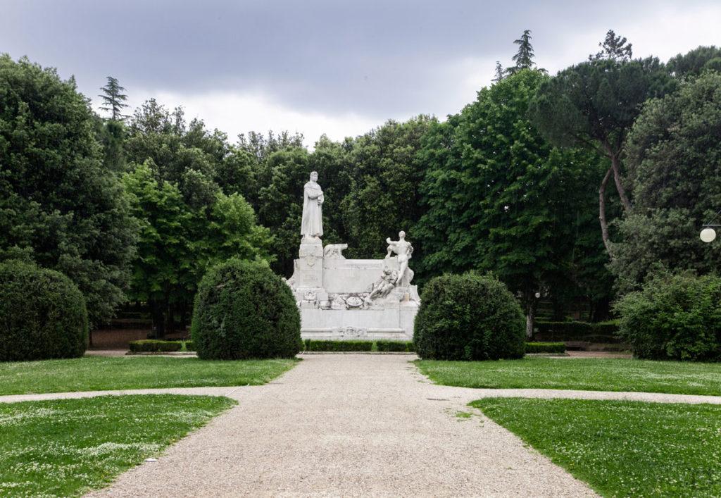 parco del prato monumento a francesco petrarca