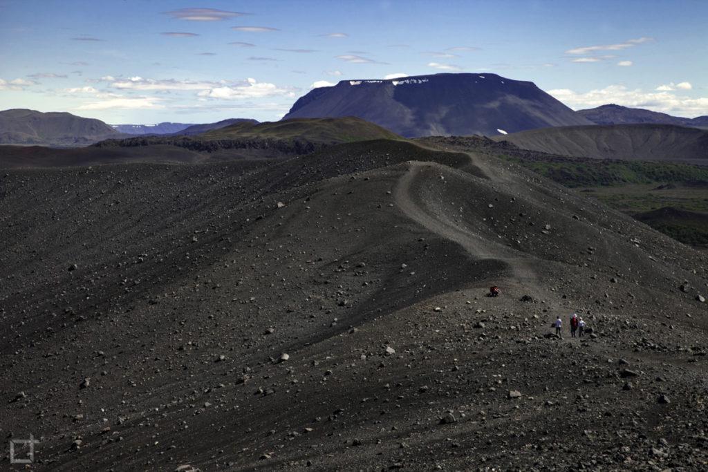 passeggiata sulla lava del vulcano