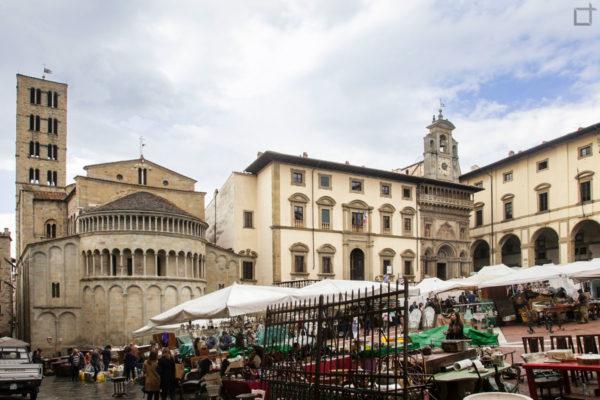 piazza grande - arezzo - mercatino