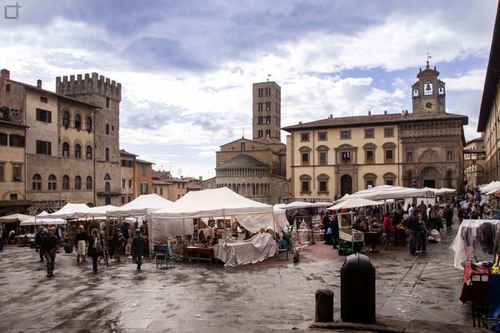 piazza grande arezzo - pioggia