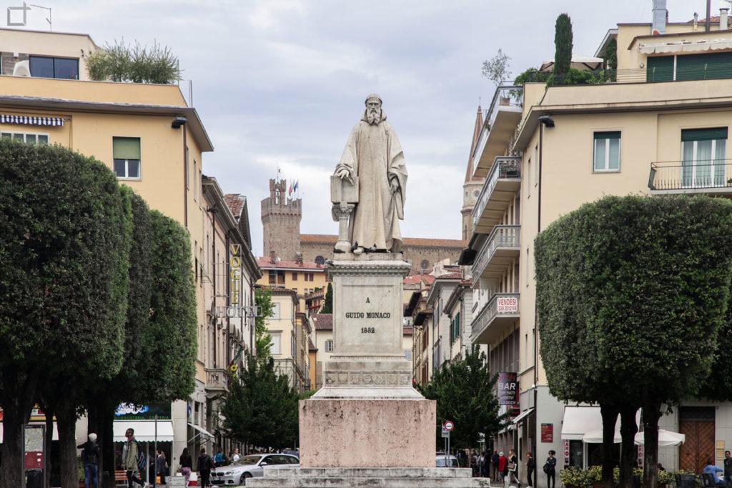 statua guido monaco