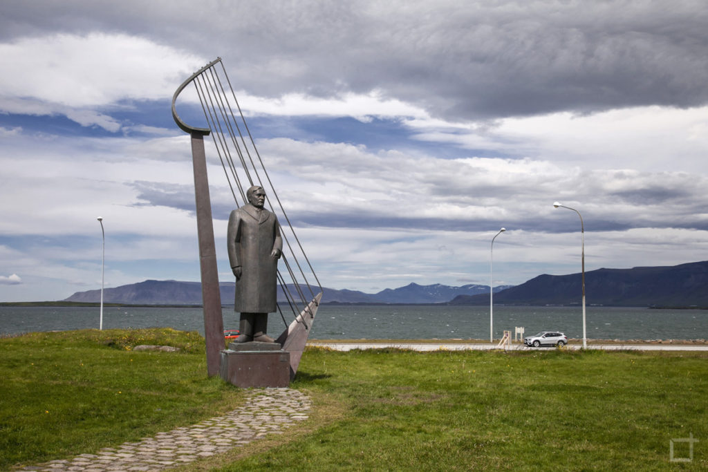 statua-del-poeta-einar-benediktsson
