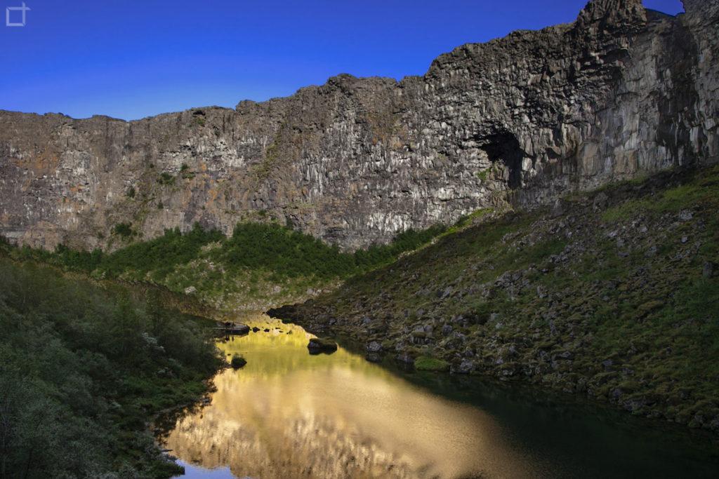 Tramonto sul Lago Botnstjorn nel Canyon di Asbyrgi
