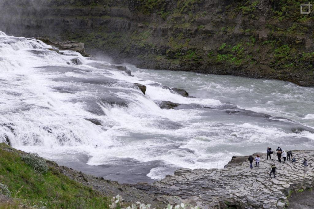 Acque del fiume Hvita e Turisti