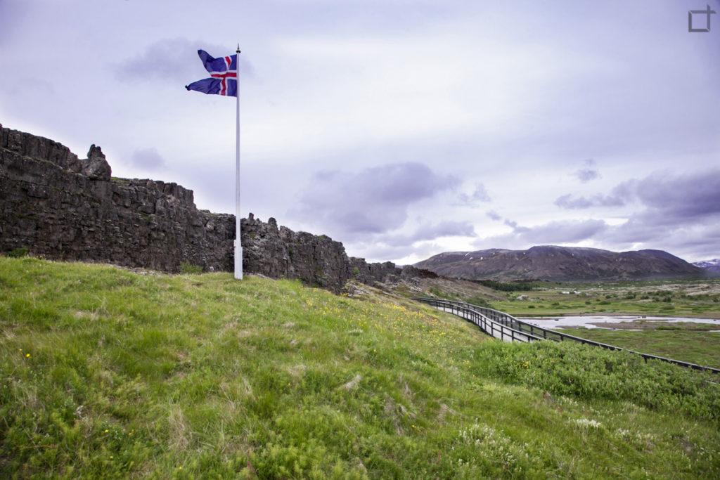 Bandiera Islandese a Thingvellir sede del parlamento Althing