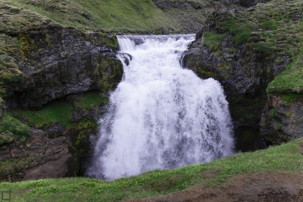 Cascata in trekking islandese