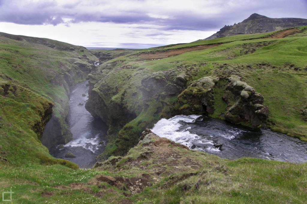 Cascate nei pressi di Skogafoss Islanda del Sud