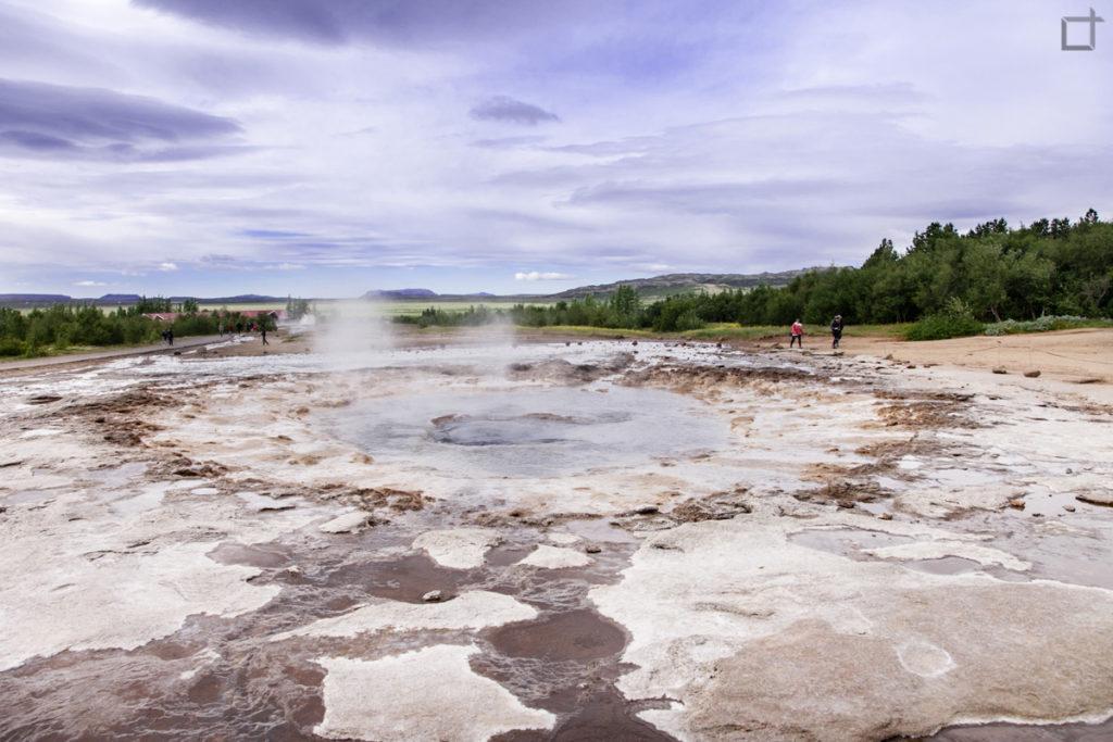 Cratere del geyser Strokkur in eruzione