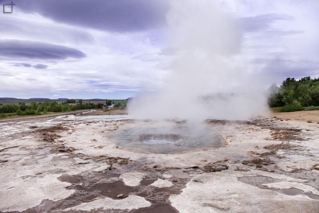 Fumo e vapore acqueo dopo eruzione