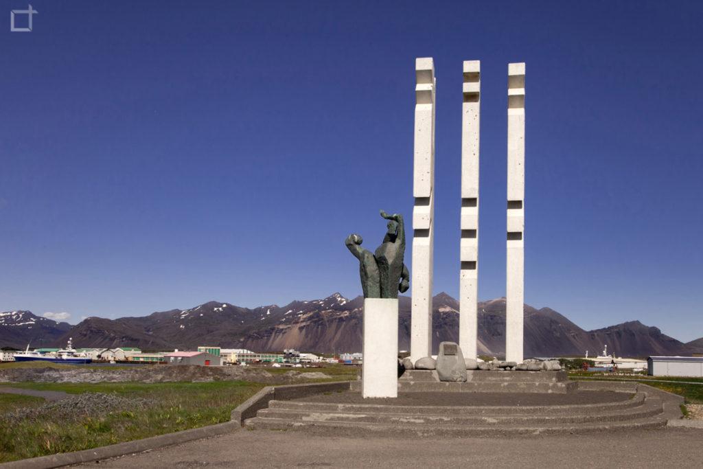 Hofn Monumento ai Marinai
