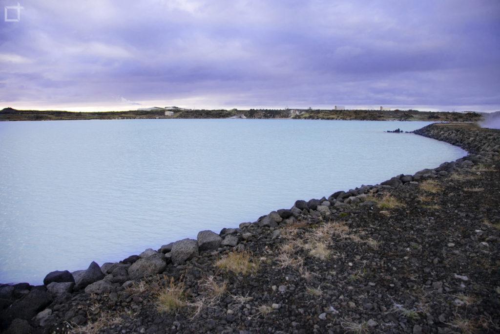 Lava e Fumarole nel lago di silicio Islanda
