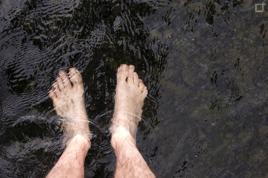 Piedi a Mollo nel lago di origine glaciale