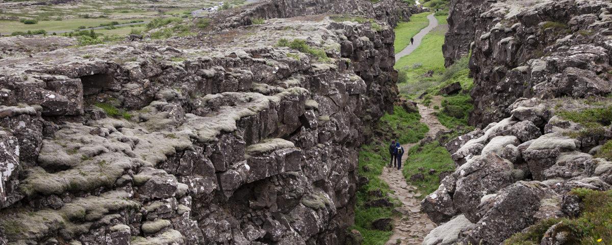 Placche Tettoniche Americana ed Europea tra lava e muschio