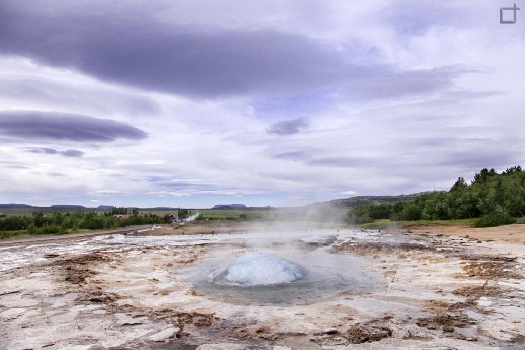 Preparazione all'eruzione di un geyser