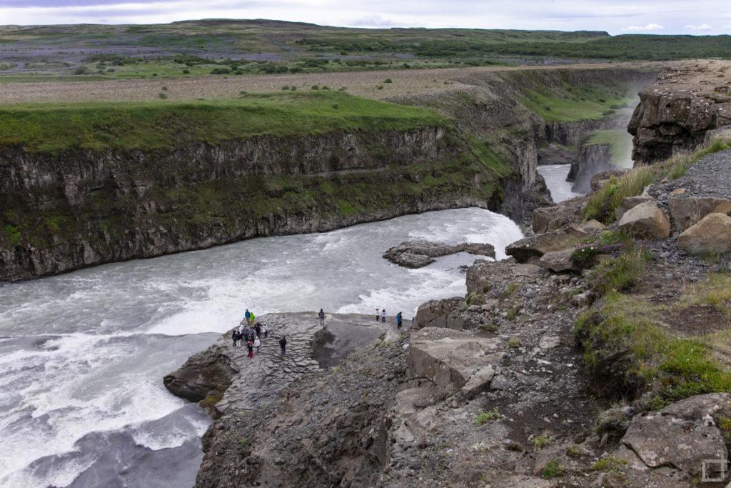 Sigridur Tomasdottir e la cascata Gullfoss Islanda