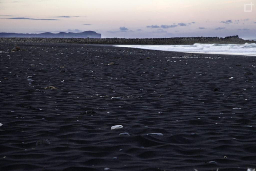 Spiaggia Nera durante la Notte