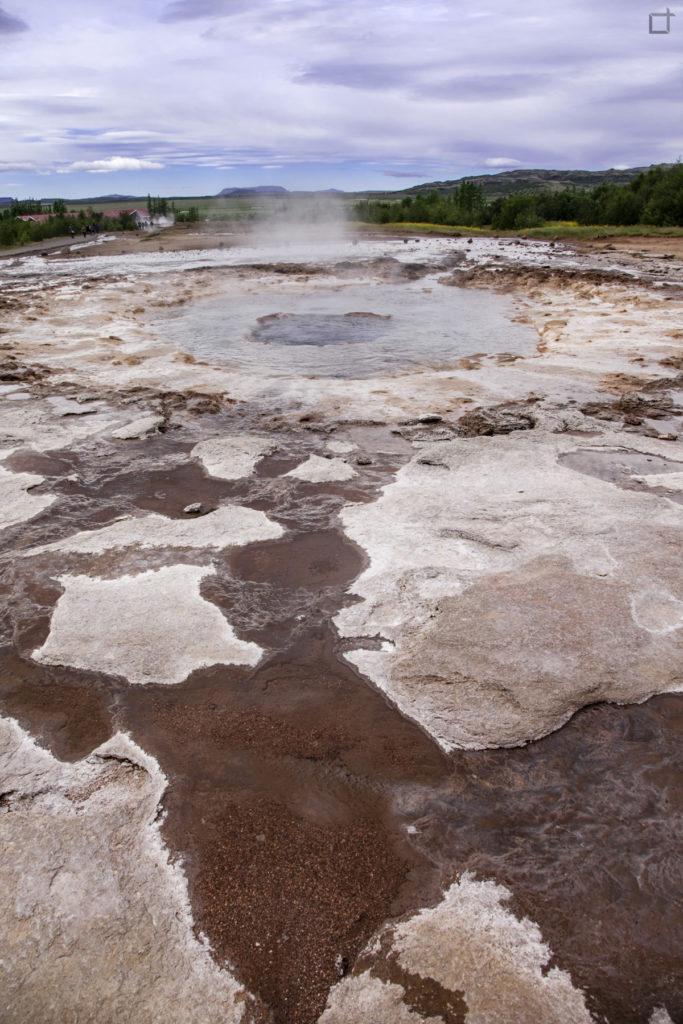 Strokkur la terra solfurea intorno al geyser