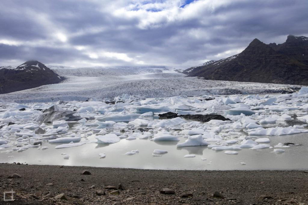Vulcano Orafajokull sul lago ghiacciato Fjallsarlon