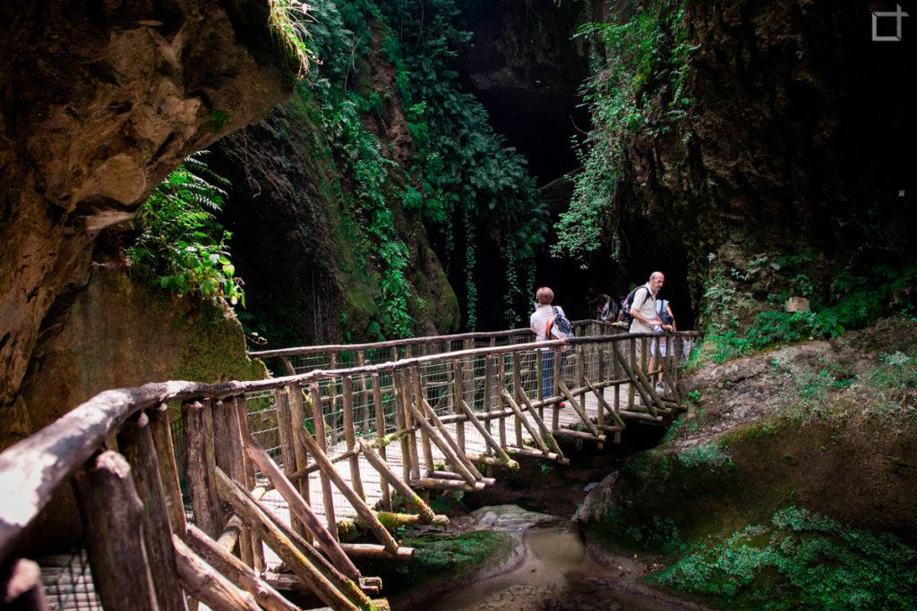 Passerella Pedonale Sospesa sul fiume Grotte del Caglieron