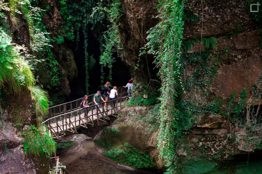 Passerella Pedonale percorso grotte del Caglieron