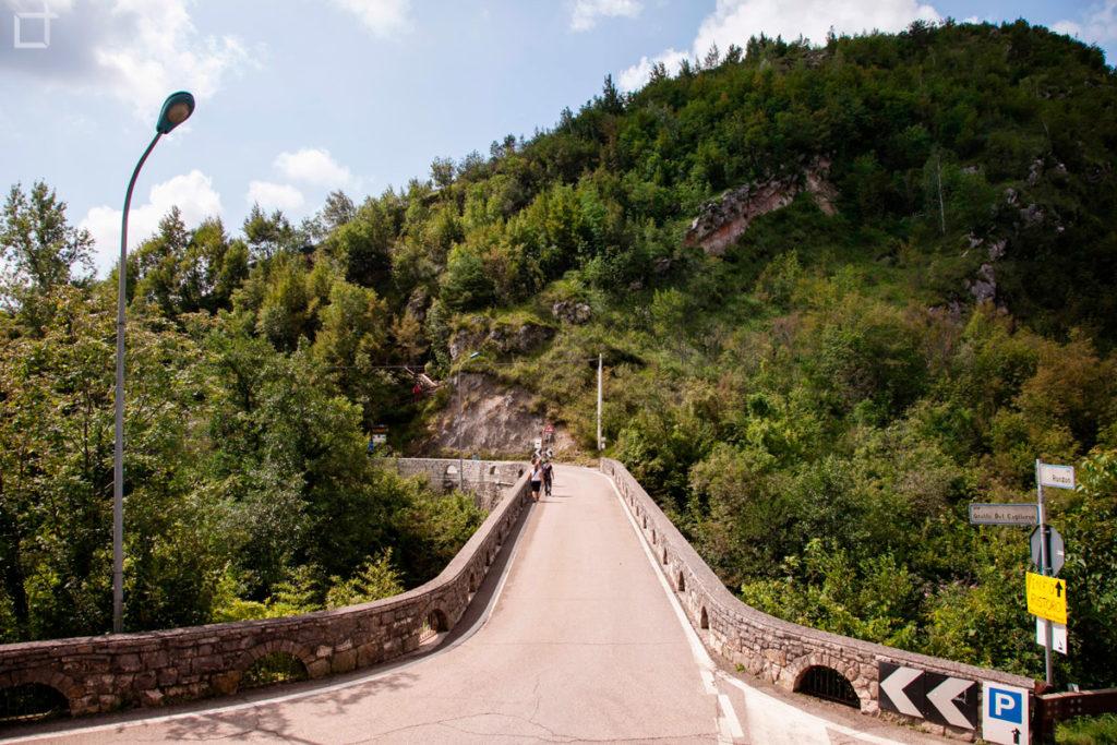 Strada per Grotte del Caglieron