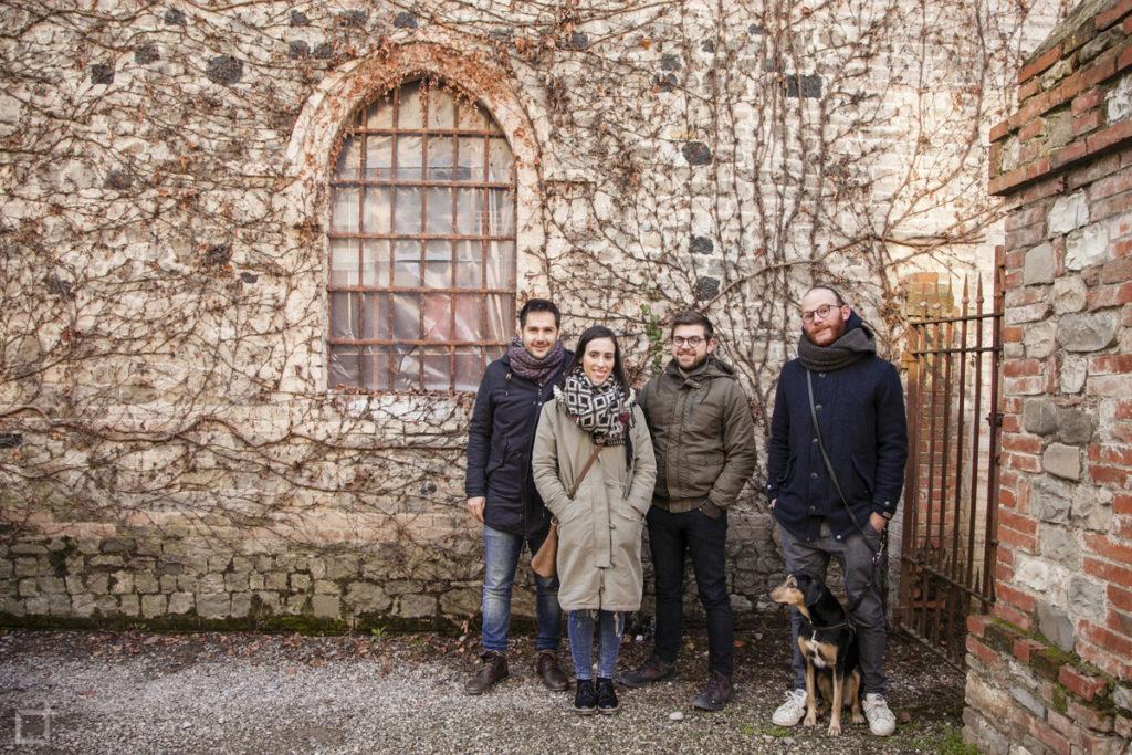 Amici e cane grover a Grazzano Visconti - Borgo Medievale