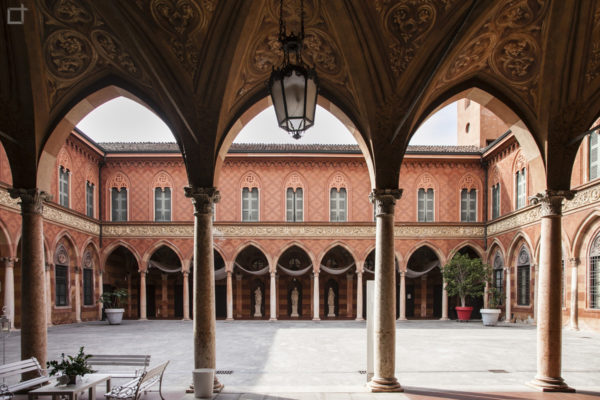 Archi e Corte di Palazzo Trecchi Cremona