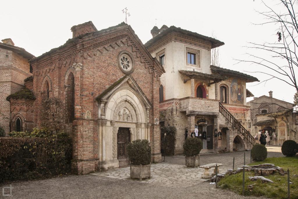 Chiesetta Gotica Piazza Grazzano Visconti