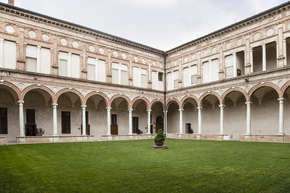 Chiostro Chiesa di Sant Abbondio Cremona - Giardino e Porticati